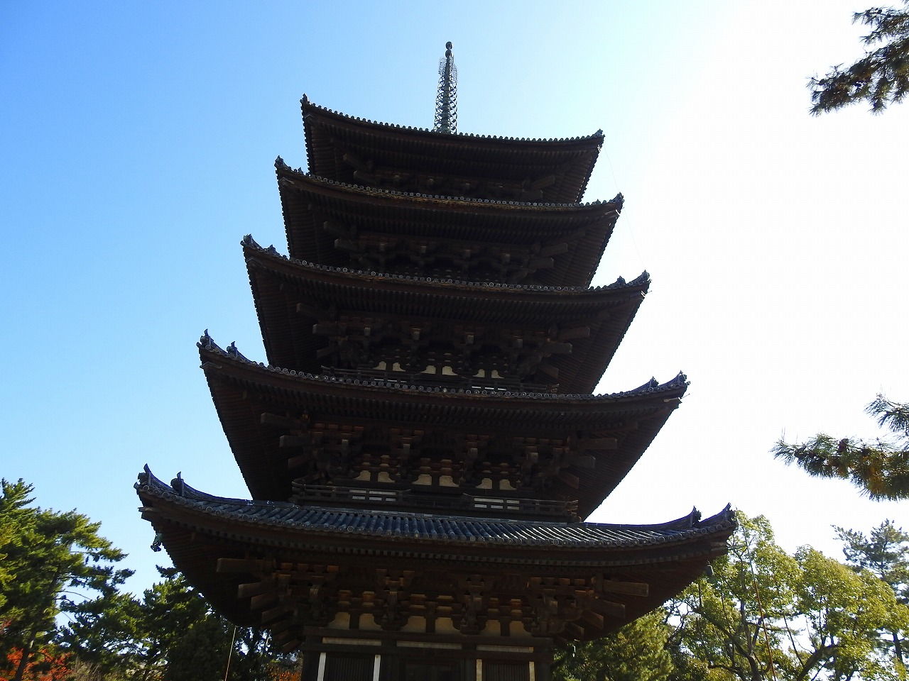 奈良の逆さ五重塔と興福寺