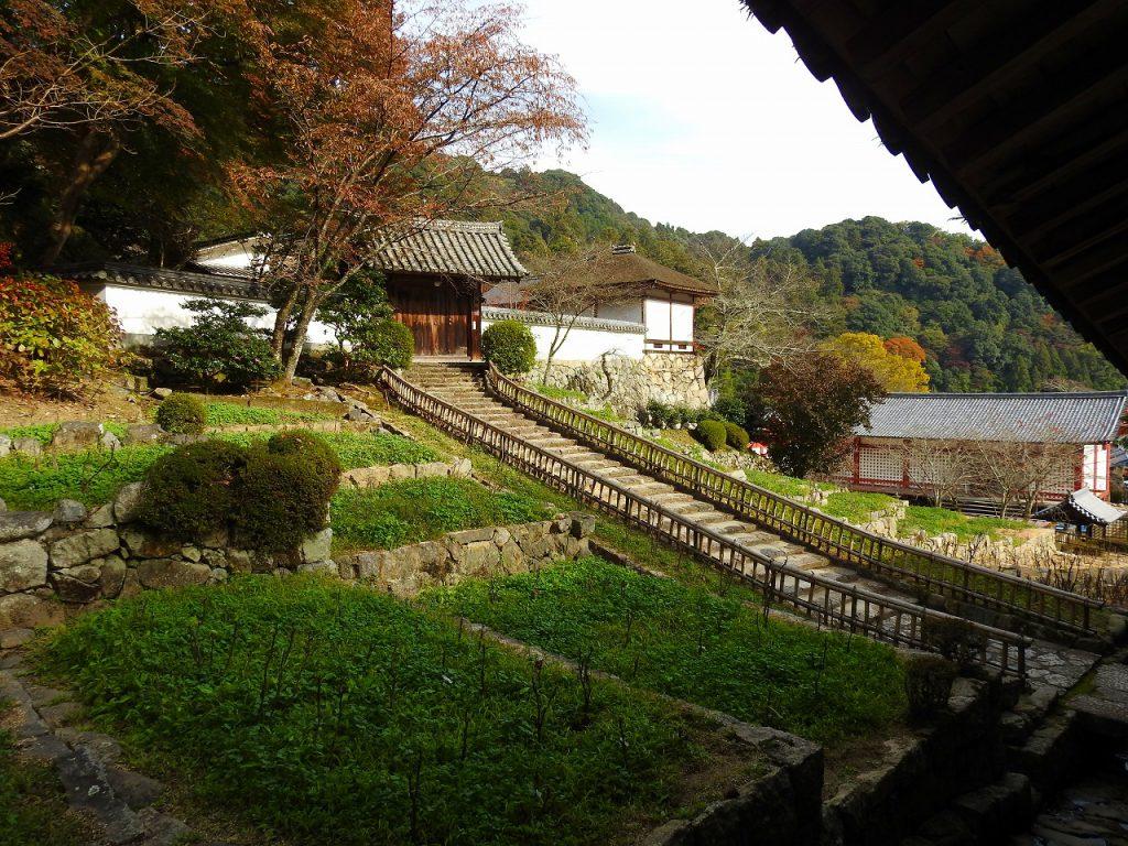 長谷寺の登廊脇