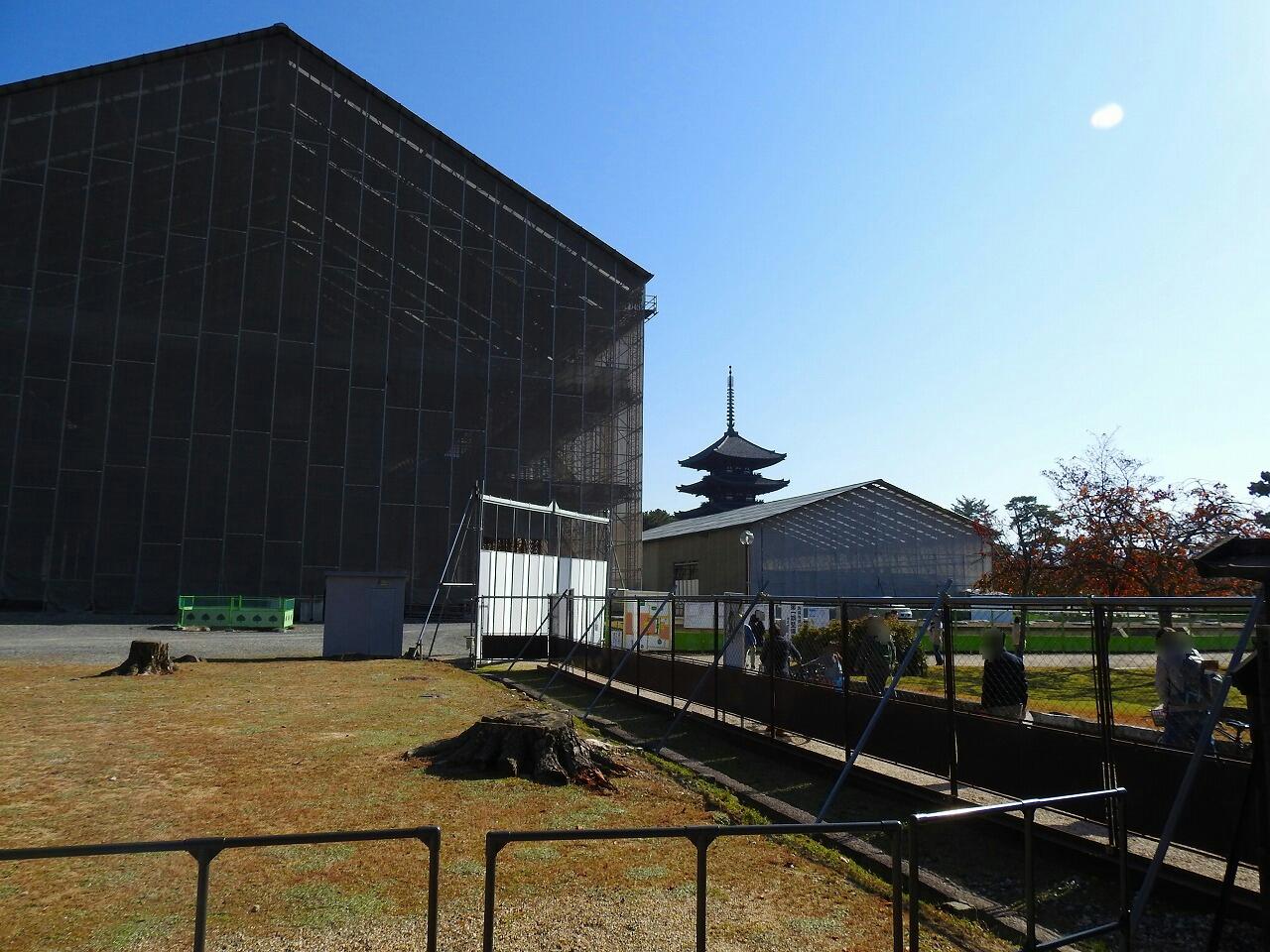 興福寺の北円堂から五重塔