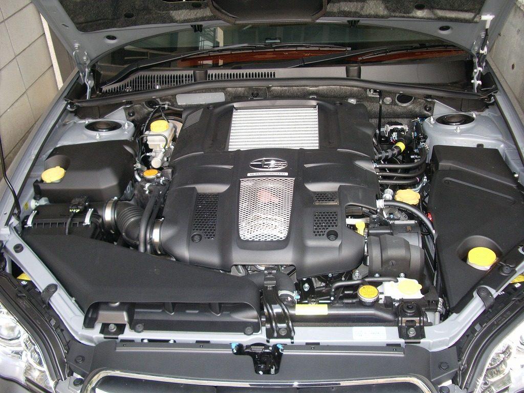 レガシィB4 エンジンルーム