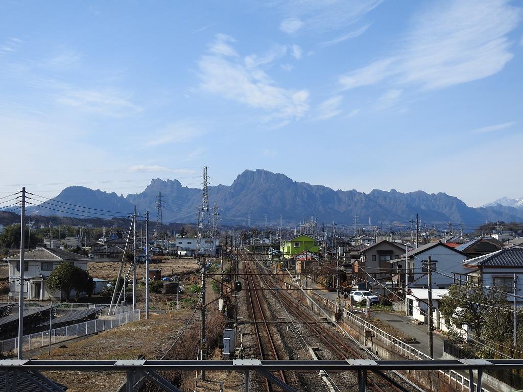 磯部駅から妙義山を眺める